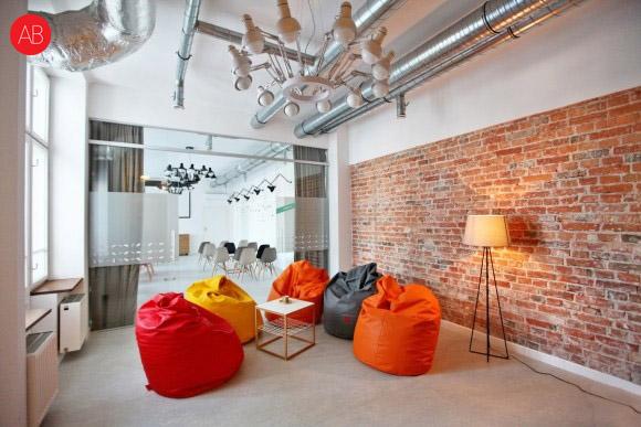 Czerwony jak cegła - projekt wnętrz powierzchni biurowej | styl industrialny