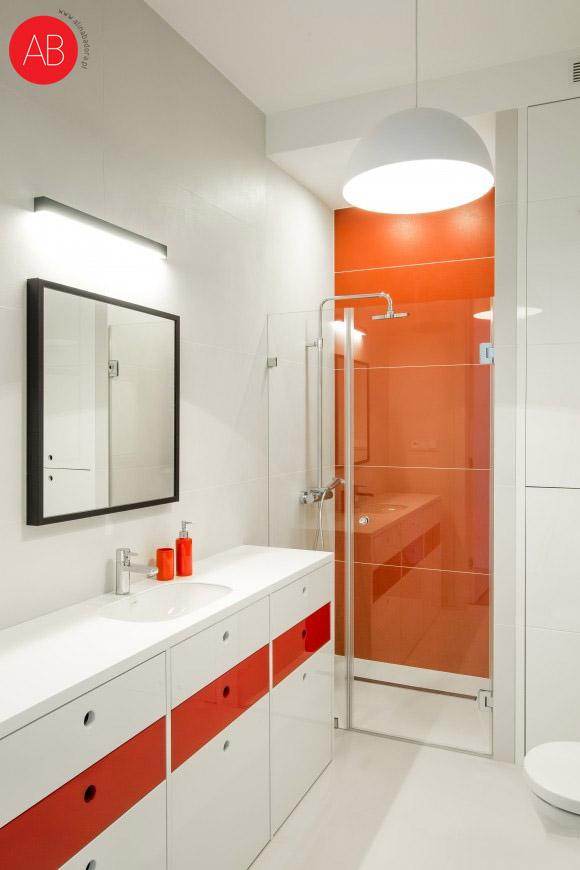 Malinowy modern (łazienka) - ponadczasowe wnętrze