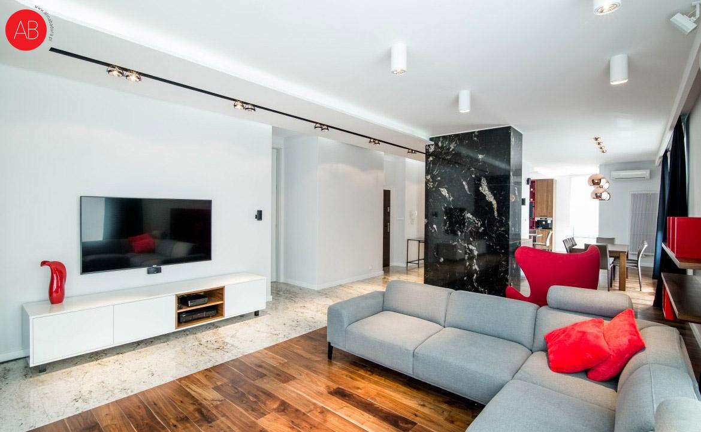 Malinowy modern (salon) - ponadczasowe wnętrze