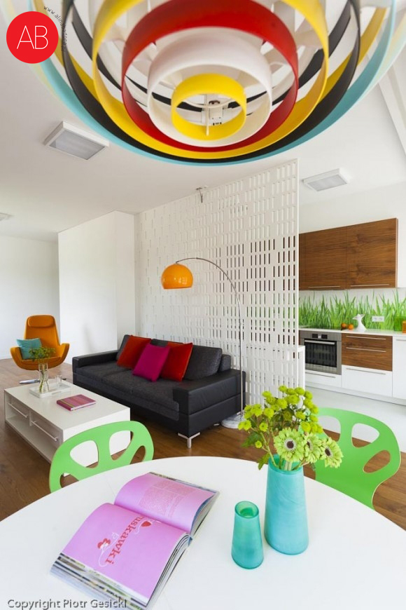Śródziemnomorskie lato - projekt wnętrza domu (salon, styl skandynawski)